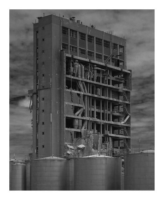Brutalist building brutalized, Canon POWERSHOT S90