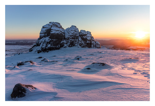 haytor dartmoor devon england landscape landscapes landscapephotography landmark landmarks moor moorland snow sunrise winter snowy sky rock rocks granite canon efs1585mmisusm eos eos80d morning dawn sun