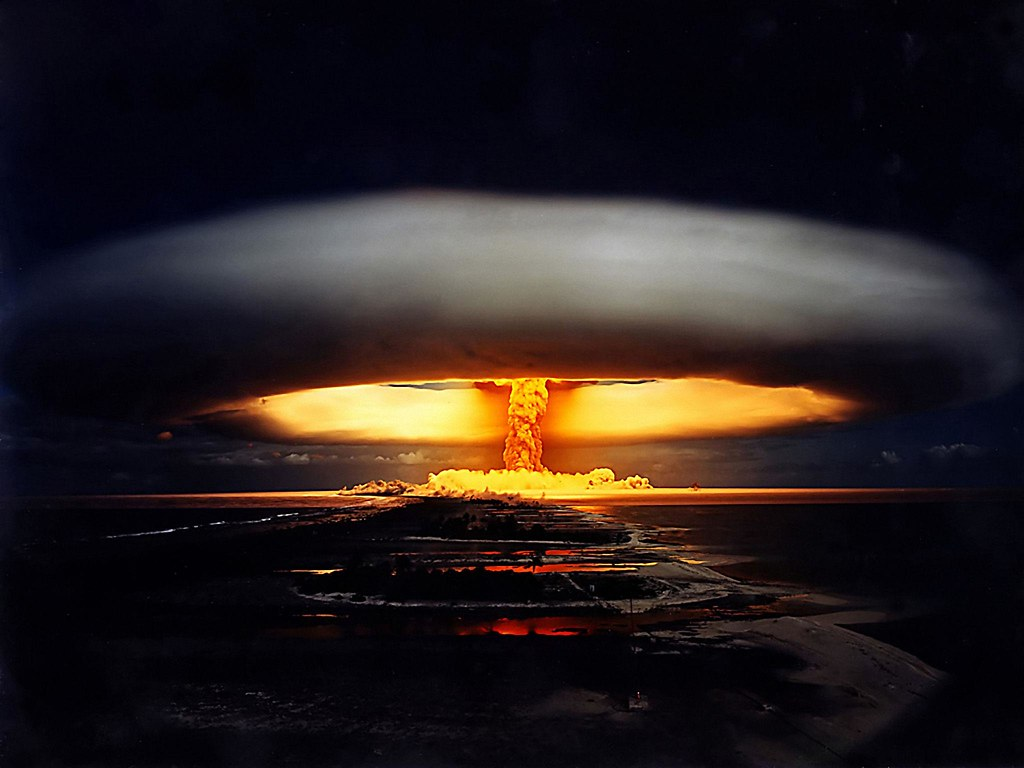 1970. Ядерное испытание («Операция Единорог»). Взрыв термоядерного заряда мощностью 914 килотонн. Французская Полинезия. 22 мая