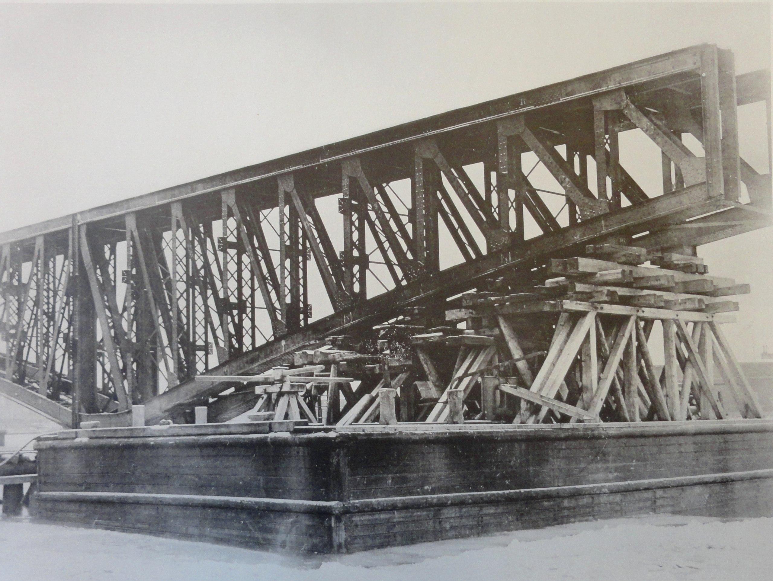 1900. Низкий понтон для перевозки арочных ферм. 17 декабря