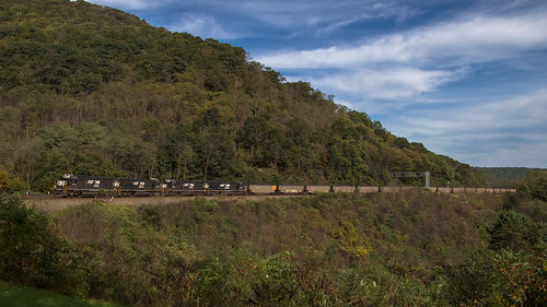 helper emd sd40e locomotive train railroad norfolk southern 6311 6309 6301 6310 ns y90 coal consist horseshoe curve pa pennsylvania