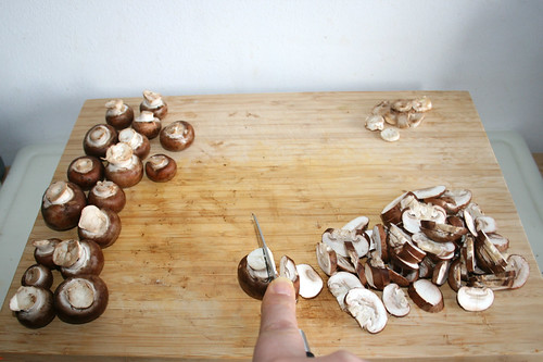 24 - Pilze in Scheiben schneiden /Cut mushrooms in slices