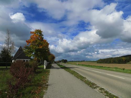 20171006 09 415 ostbay Wolken Herbst Bäume Feld Weg Straße