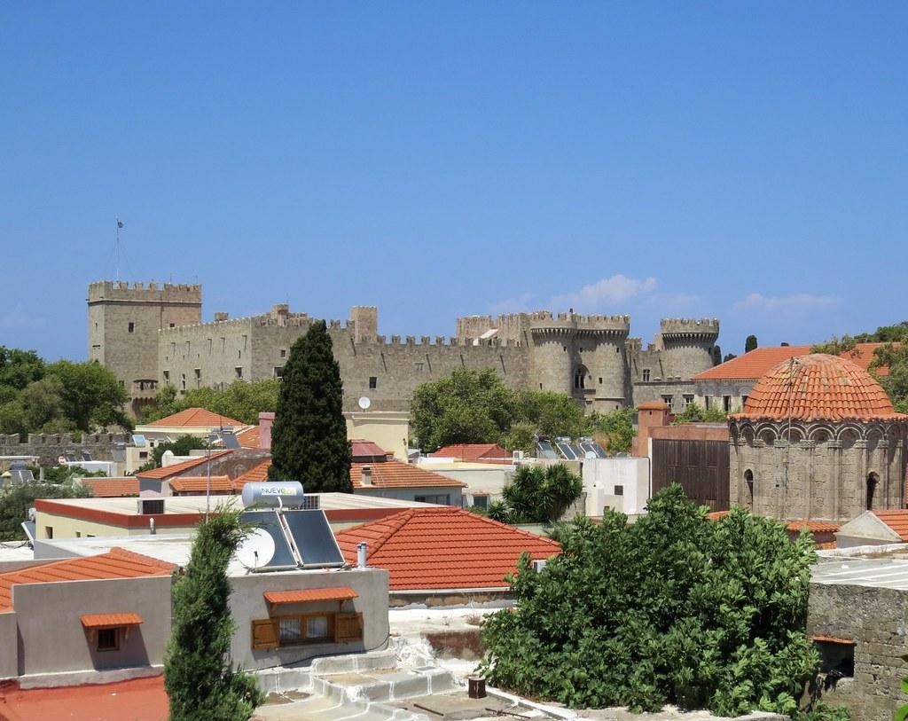 Вид на дворец со стен