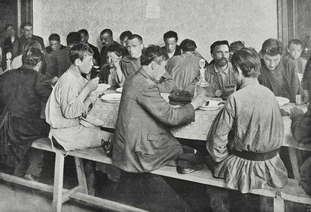 Бесплатный обед для рабочих во время всеобщей забастовки. 21-22 декабря