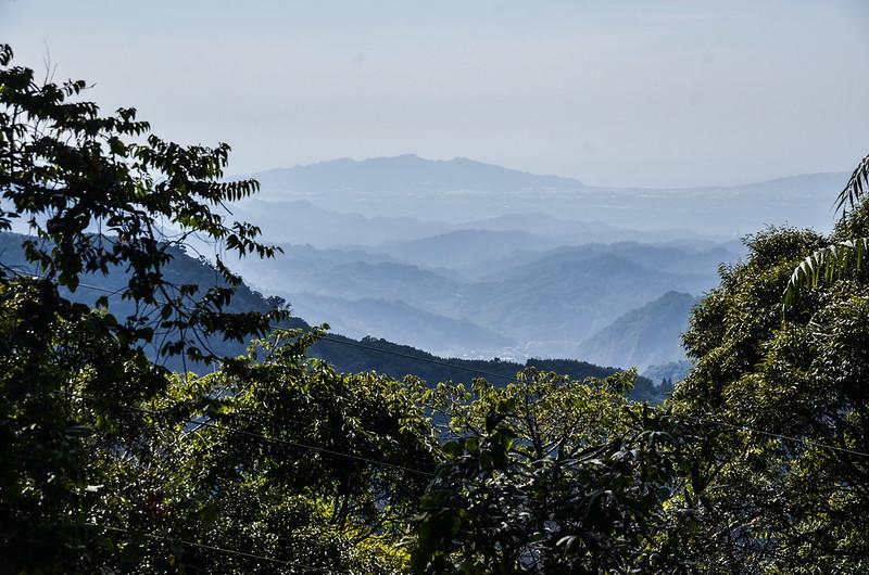 雪山坑山西南遠眺頭嵙、二嵙山