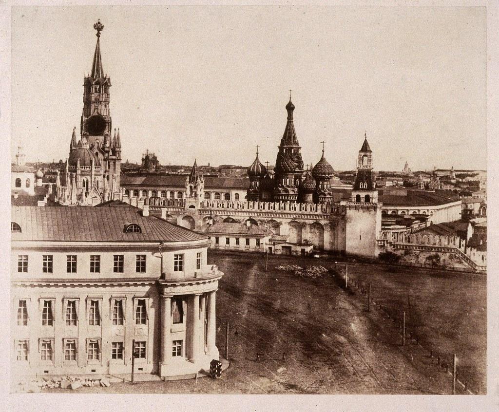 Москва. Николаевский дворец и стены Кремля