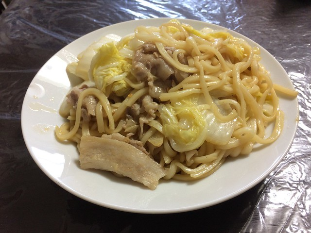 Grilled pork and Chinese cabbage with udon noodles