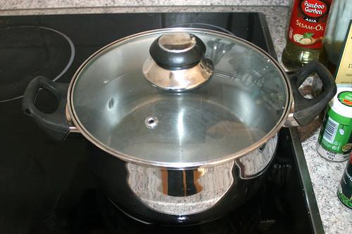 02 - Topf mit Wasser aufsetzen / Bring pot with water to a boil
