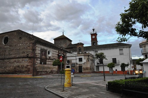 El Carpio (Córdoba-España). Plaza de la Constitución  e iglesia de la Asunción