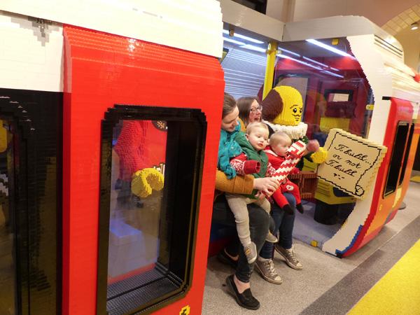 des bébés dans le métro