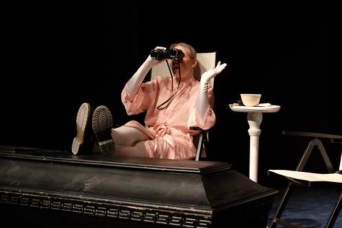 Besök av en gammal dam med De Geergymnaasiets teatertreor