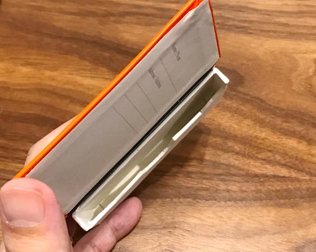 ロイヒトトゥルムカードケース 収納部分厚み
