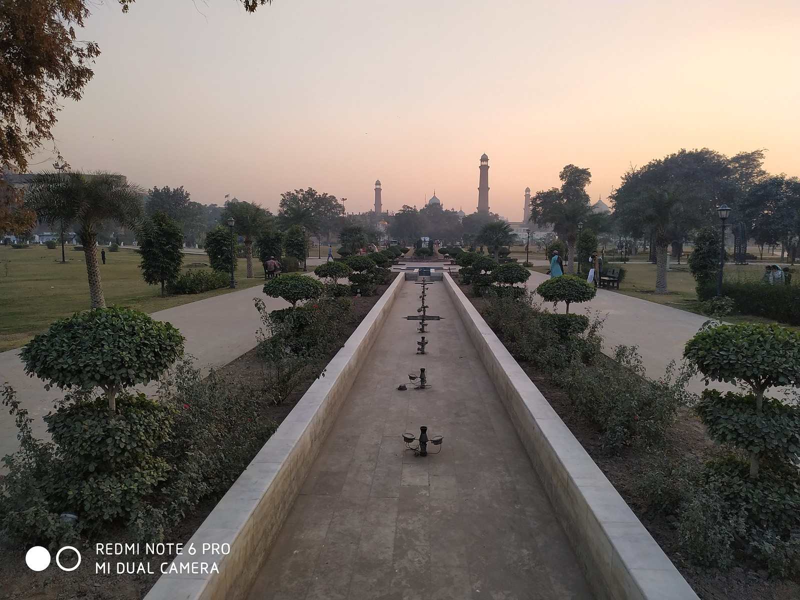 Greater Iqbal Park Picture with auto mode on Xiaomi Redmie Note 6 Pro