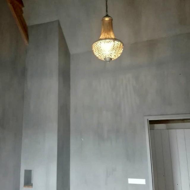 Slaapkamer lamp kalkverf muren