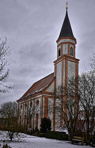 Vor der Wallfahrtskirche