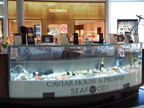 Caviar House & Prunierで生ガキ