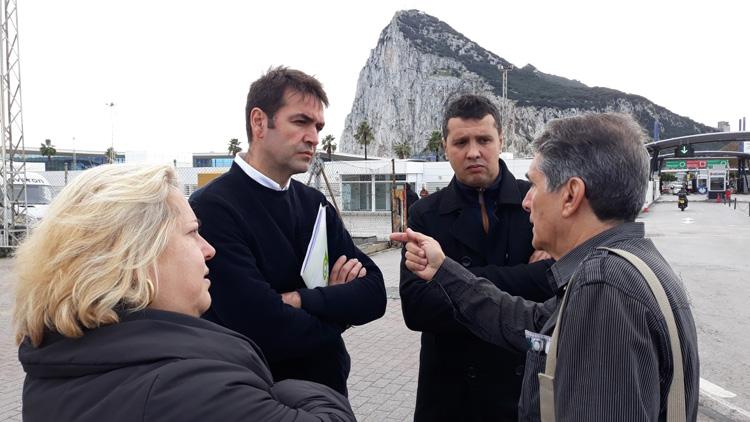 AxSí_ en La Línea_ frontera Gibraltar_ con Uceda_ asociación trabajadores (2)1