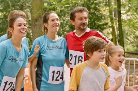 RECENZE: Romantická komedie Ženy v běhu ctí žánr a baví