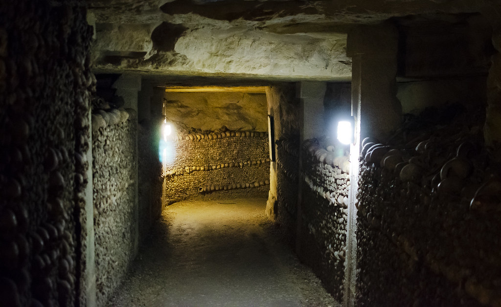 Paris Catacombs: Corridor