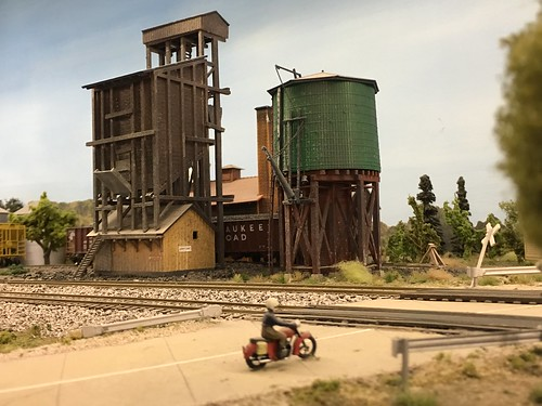 Welcome to the little 87th scale town of Waldo on the Prairie Railroad Club.