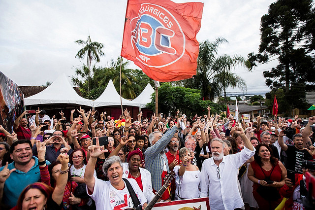 Free Lula Vigil was crowded with supporters of the Brazilian ex-president on Christmas eve - Créditos: Joka Madruga