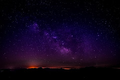 C?è un cielo che potrei sedermi qui e raccontartelo.