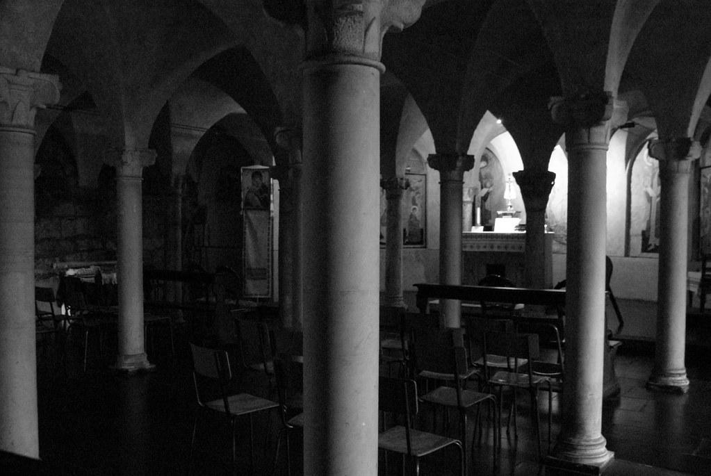 Crypte de l'église romanesque Santo Stefano à Gênes.