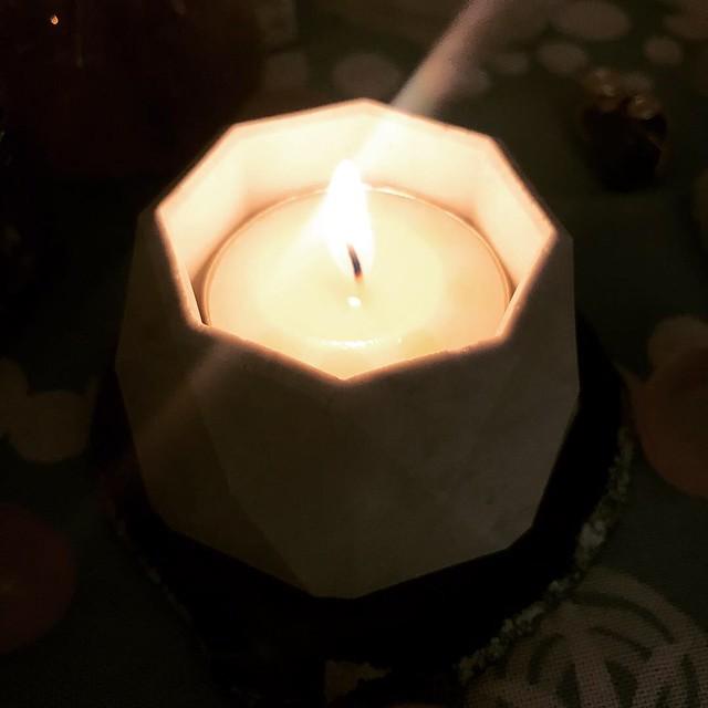 懶人如我,一物幾用就最好。 可以做蠟燭台又可以順便擴香,唔點蠟燭時可以放小物, 仲可以種多肉植物!