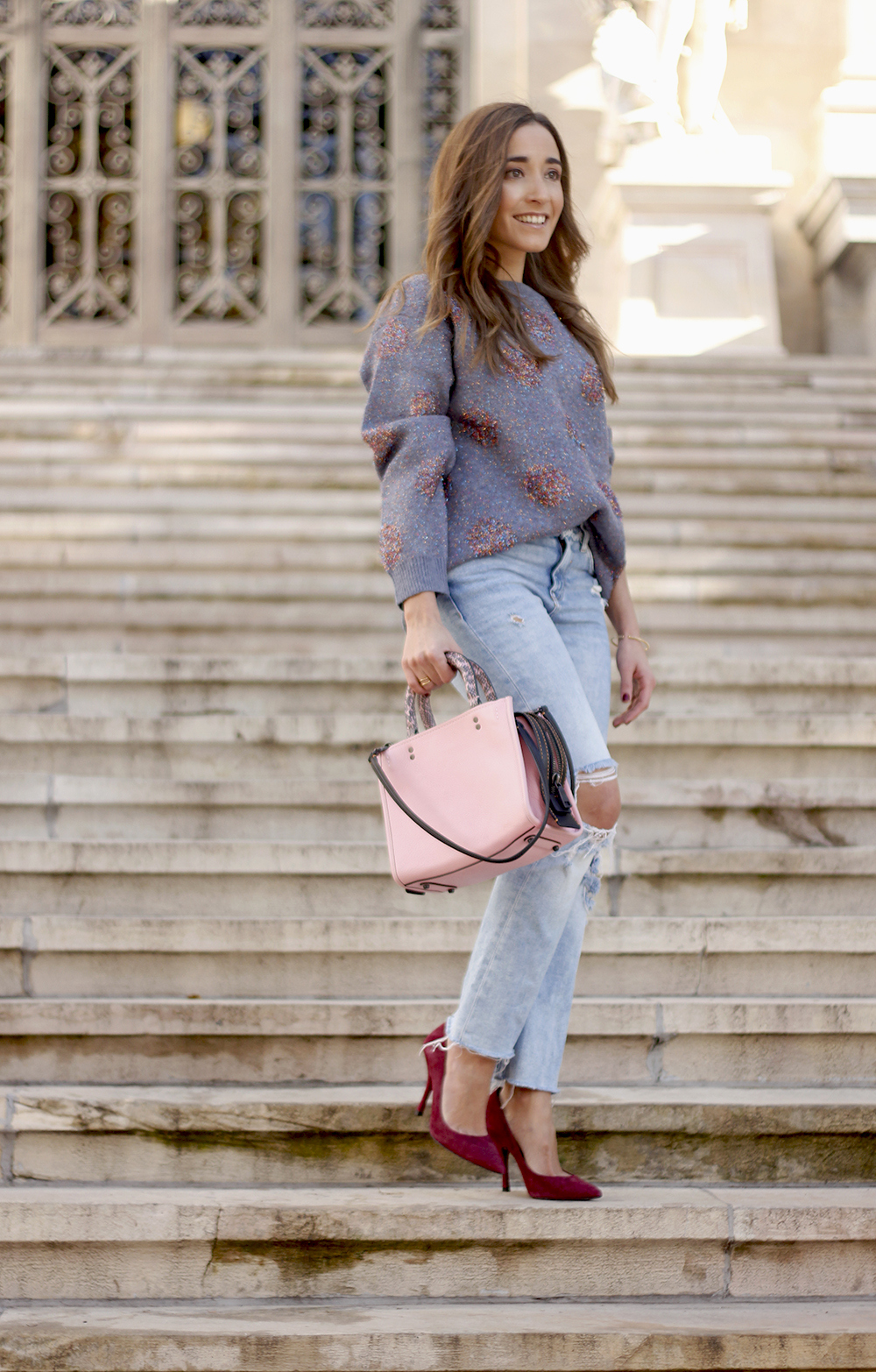 GRAY CHRISTMAS JERSEY ripped jeans pink coaach bag burgundy heels street style fall outfit 20186774