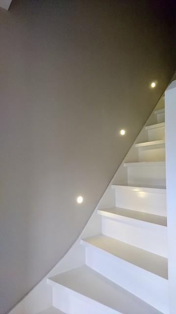 Lichte trap met lampjes zijkant