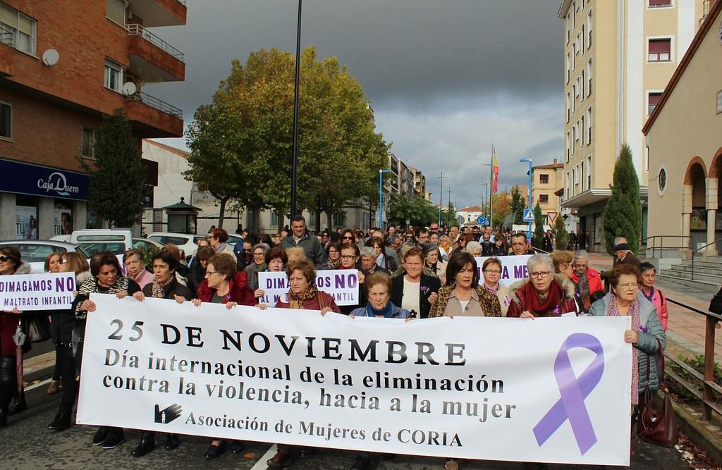 Una marcha recorrió las avenidas de Coria para luchar contra la Violencia de Género