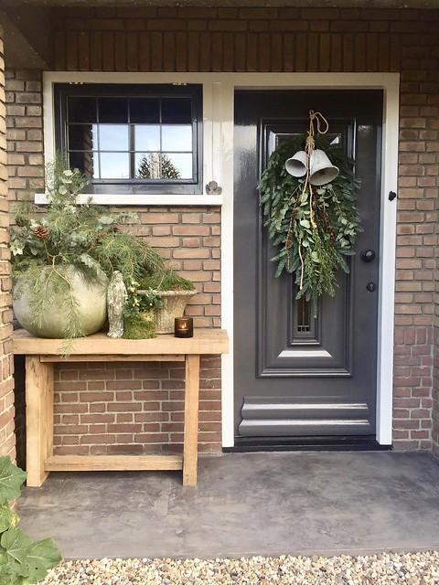Kerstversiering voordeur landelijk