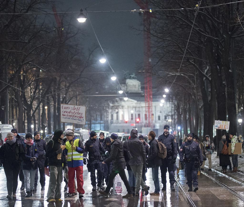 Großdemonstration gegen #Schwarzblau in #Wien