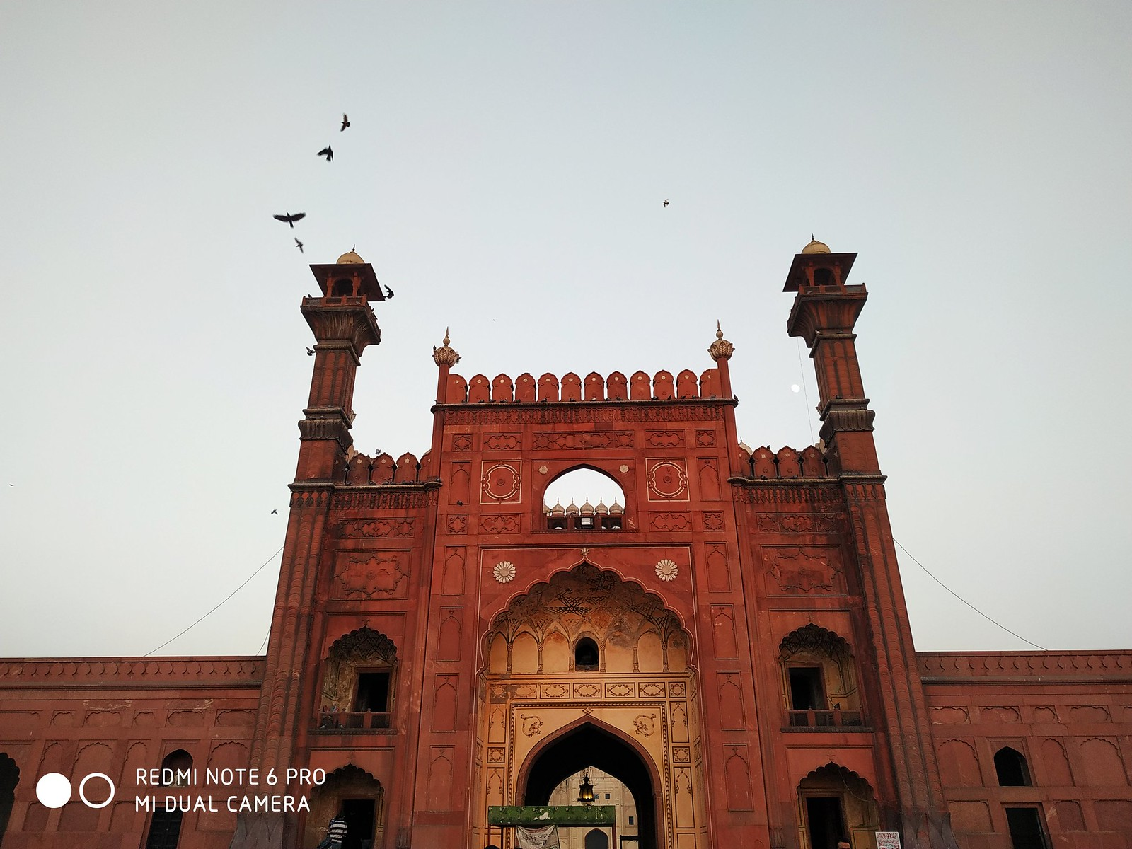 Badshahi Mosque Gate Picture with AI mode on Xiaomi Redmie Note 6 Pro