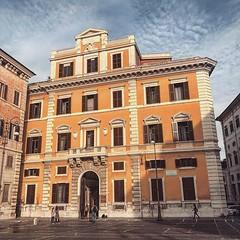 #Buongiorno Sapienza e #buonsabato con una foto dell'Edificio di Architettura di piazza Borghese di @pescintesta ・・・ #Repost: «Piazza Borghese, facoltà di Architettura #sapienzauniversitàdiroma #sapienzaroma #sapienzauniversitàdiroma #architettura #facolt