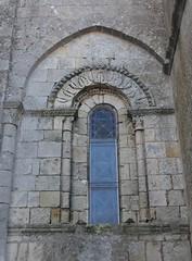 Fenêtre romane (XIIIe), église Saint Pierre, Cozes, Saintonge, Charente-Maritime,  Nouvelle-Aquitaine. - Photo of Grézac