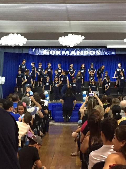 Noite de cantata com os alunos dos 2°s e 3° anos da turma  da manhã encantaram a todos
