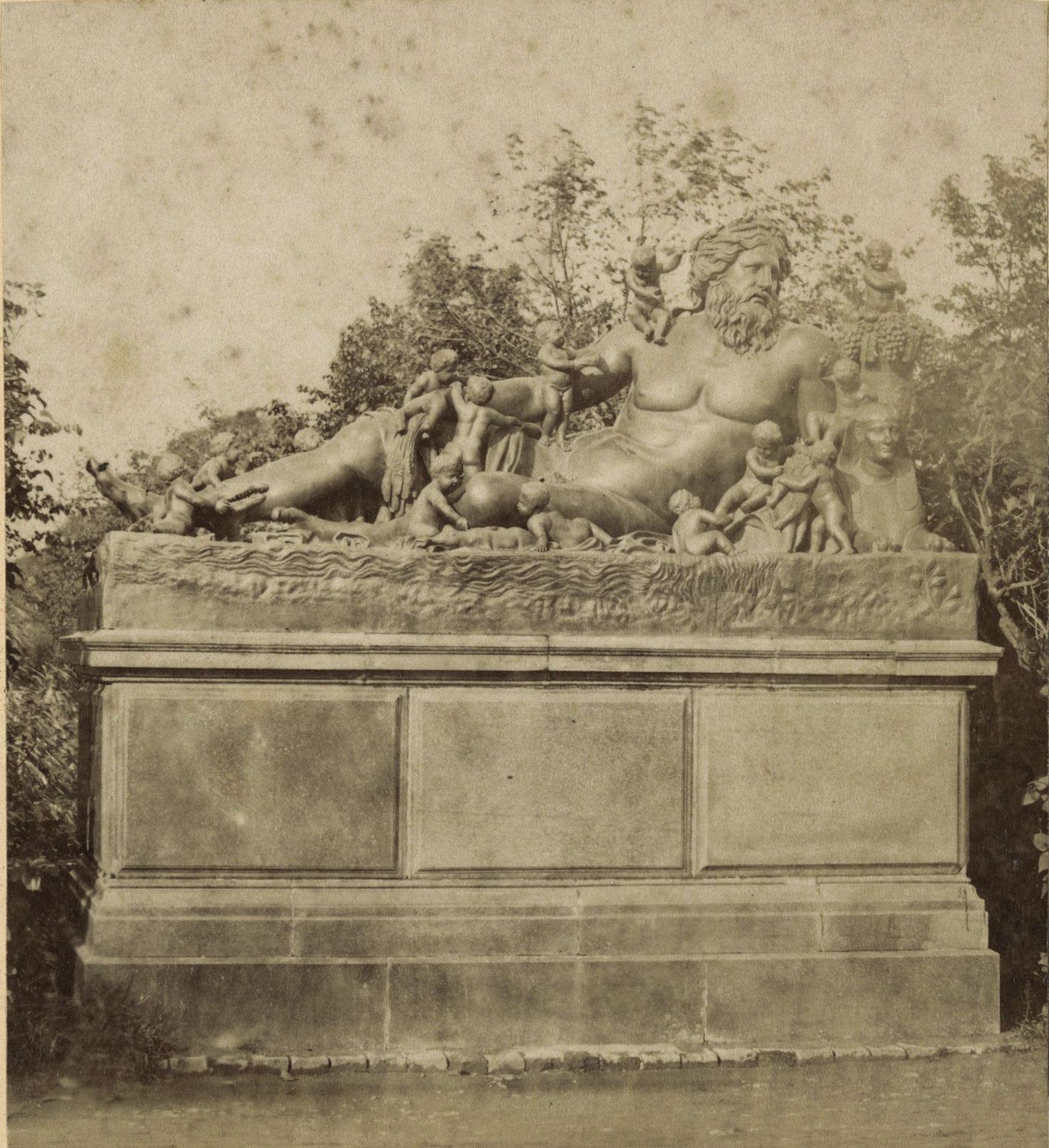 Петергоф. Статуя Нила