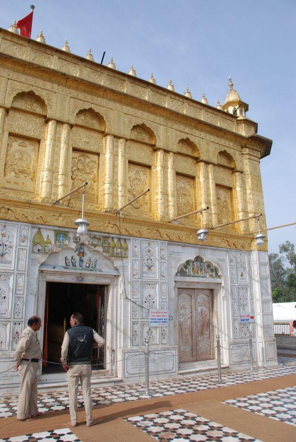 DSC_9944AmritsarShreeDurgianaTemple01