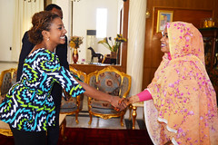 Arrivée de la Directrice chargée du Genre, des Femmes et de la Société civile de la BAD, Mme. Vanessa Moungar, à l'audience accordée par la Première Dame du Tchad, Mme. Hinda Déby Itno, le 4 décembre 2018
