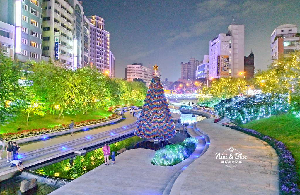 31263883167 1cbe35b640 b - 2018年台中聖誕節光景藝術 水中耶誕樹