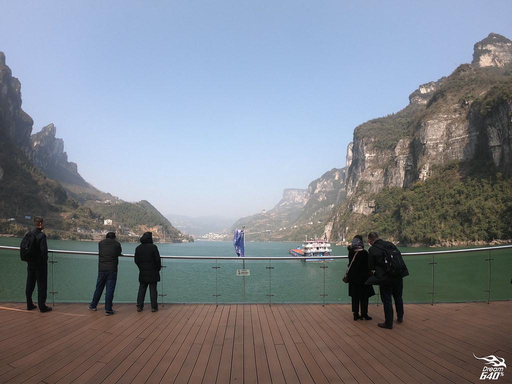 一天滿足世界級的驚嘆!長江三峽最夯「兩壩一峽」一日遊─10分鐘翻越水閘門、穿越壯麗西陵峽