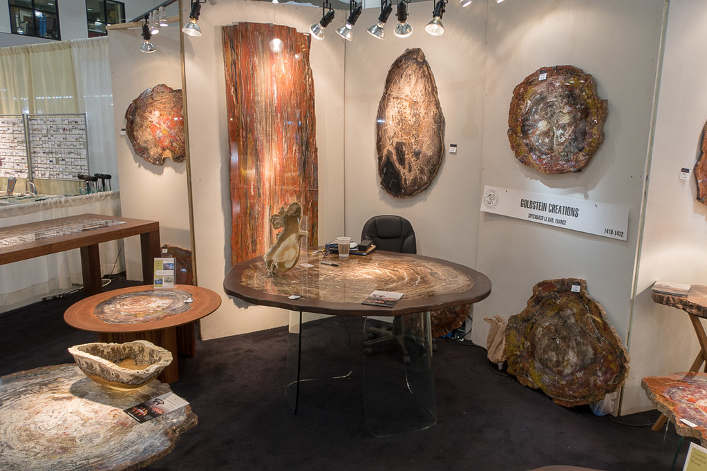 Table made of agate