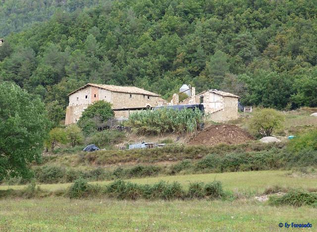 Solsonès 18 -03- Veinats de Guixers i Valls -05- Sant Martí de Guixers (Romànic) -07- Panorámica 04- Masia El Guix desde Camp De La Trinitat
