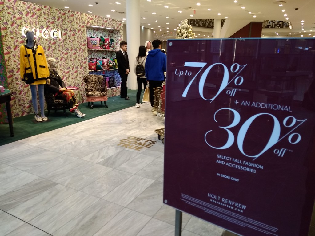 HOLT RENFREW up to 70% off + an additional 30% off select fall fashion and accessories