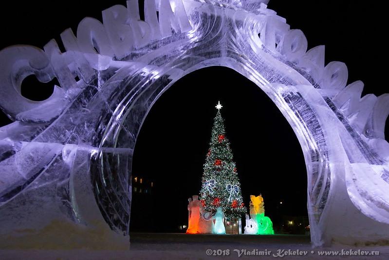 Чуна.  Новогодняя ёлка и ледяной городок.  • 181227_c06d_6246