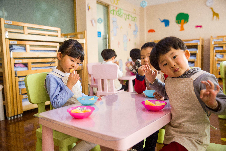 boy-chair-children-1001914 (1)