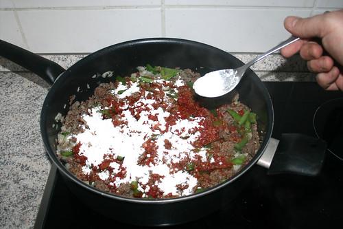 09 - Mit Weizenmehl bestäuben / Sprinkle with flour
