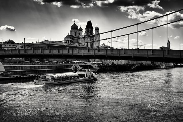 Unter der Brücke durchfahren